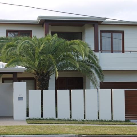 House-front-palm-tree-480x480 c